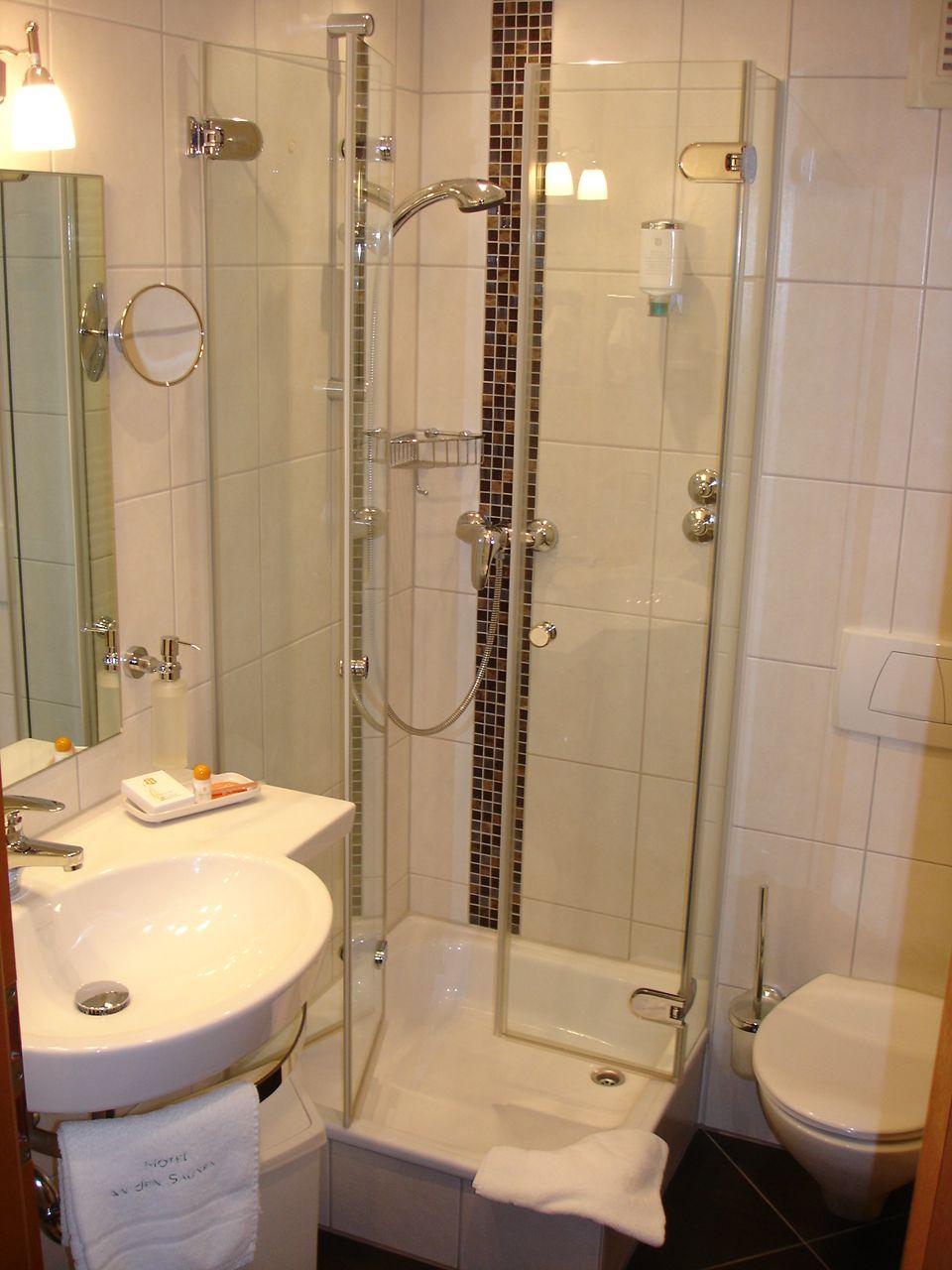 Dusche im Komfort Zimmer im Hotel garni An den Salinen Bad Dürkheim